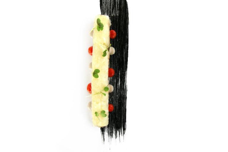 Roll di baccalà, aïoli, gocce di pomodoro confit